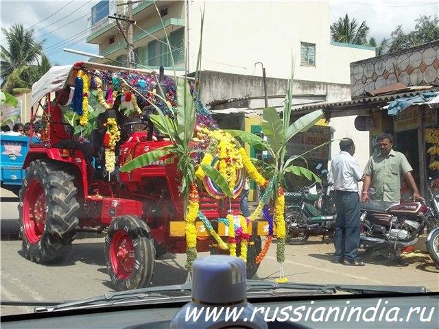 Дасара, украшение трактора