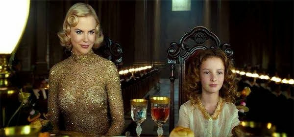 Screen Shot Of Hollywood Movie The Golden Compass (2007) In Hindi English Full Movie Free Download And Watch Online at Alldownloads4u.Com