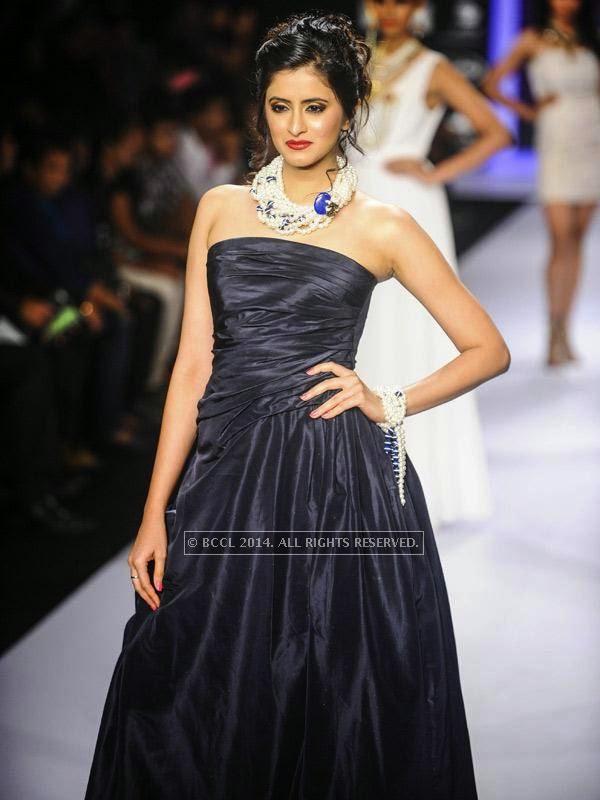 A model showcases a design by IIGJ Mumbai on Day 1 of India International Jewellery Week (IIJW), 2014 at Grand Hyatt, Mumbai.