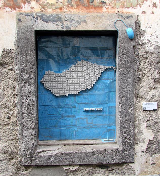 pc window - Santa Maria street in old town