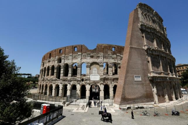 Italy: Rome shows off cleaned-up Colosseum