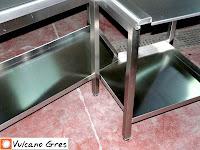 Tren de lavado con mesas de entrada y salida, con agujero de desbarre y fregadero. Lavavajillas industriales de cúpula . Usar electrodomésticos funcionales ahorrara tiempo y materiales. Los lavavajillas de cúpula reducen la factura de agua y luz en comparación con lavavajillas caseros normales o a mano. También ahorraremos tiempo para realizar otras actividades durante el lavado, agilizaremos la cocina. Los lavavajillas industriales de cúpula con capota facilitan la colocación de los platos y cubiertos por el personal de cocina. Fabricados con materiales de primera calidad para su eficacia y funcionalidad. Terminados en acero inoxidable. Doble sistema de lavado y aclarado. Cuba de lavado con fondo redondeado. Bandejas y filtros en la cuba, fáciles de usar y montar. Termostato de seguridad para el lavado y dosificador incorporado.