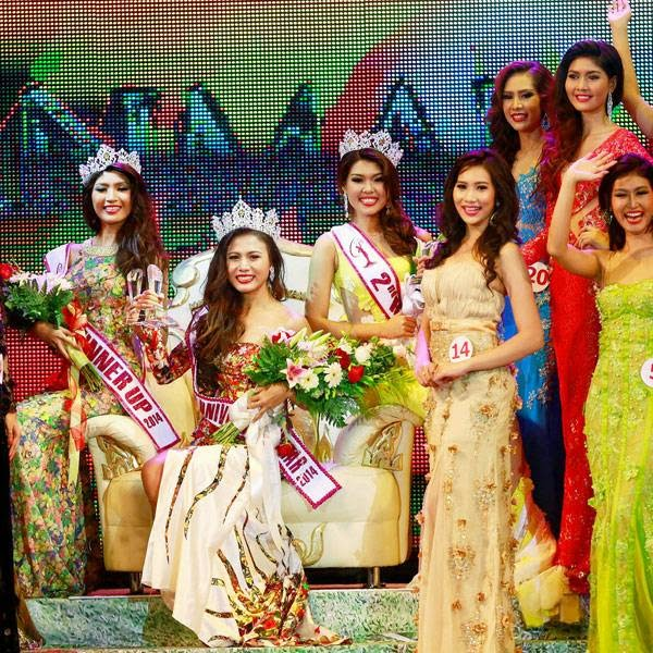 Miss Universe Myanmar 2014 Sharr Htut Eaindra (3rd L), 20, and other contestants pose for pictures after receiving their awards during the Myanmar Miss Universe competition at Myanmar National Theatre in Yangon July 26, 2014.