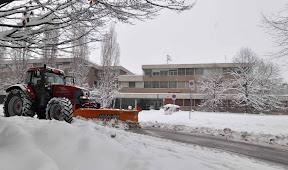 Il polo scolastico di via Makallè sommerso dalla neve (foto Studio Elite)