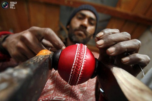 How To Make Cricket Ball And Bat Seen On www.coolpicturegallery.us
