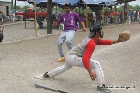 Ernesto Santos de Japoneses en el softbol del Club Sertoma