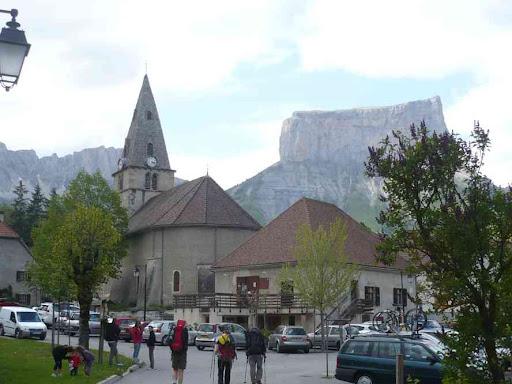 L'église de Chichilianne et le mont Aiguille