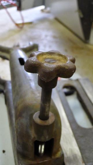 Ancienne scie à ruban Jacquin... La restauration est finie - Page 2 P1060749