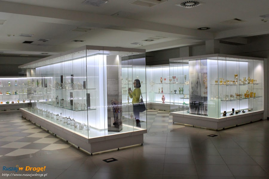 Muzeum Karkonoskie w Jeleniej Górze - wystawa szkła artystycznego