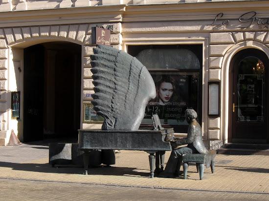 Łódź - pomnik Rubinsteina na Piotrkowskiej