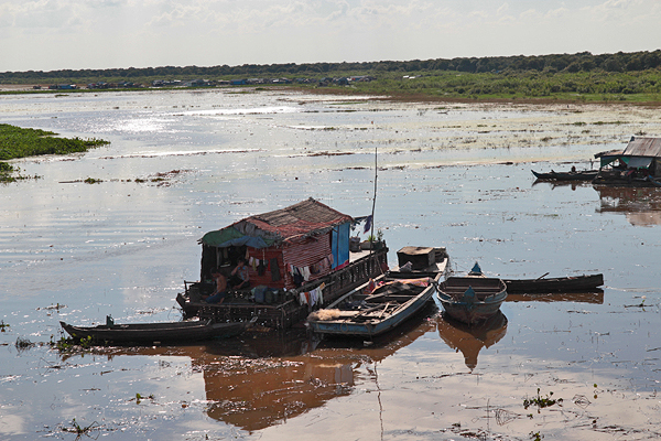 tonle sap floating houses