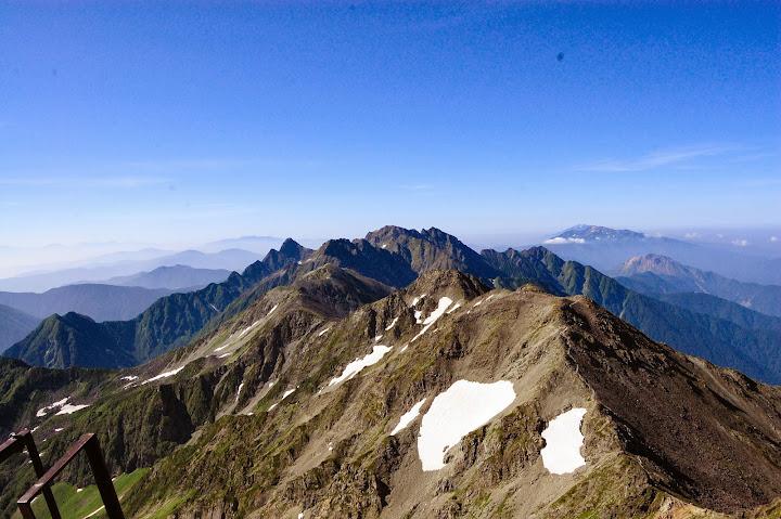 槍ヶ岳から大キレット奥穂高方面を見る