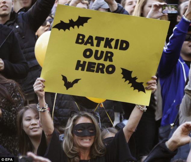バットマンに憧れる白血病の男の子(5歳)がバットキッドに変身して街を救う!オバマ大統領もTwitterで「いいぞマイルス、町をを守ってくれ!」