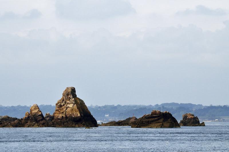 petite pyramide à fleur d'océan... [EDIT v2] 20110801_008_Brehat_vue_du_bateau_cote_DSC0658