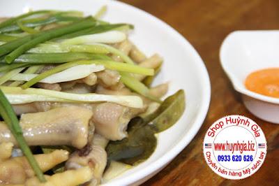 Chân Gà hấp lá chanh Thái (Lá Chúc - kaffir lime ) mùi thơm khó tả. www.huynhgia.biz