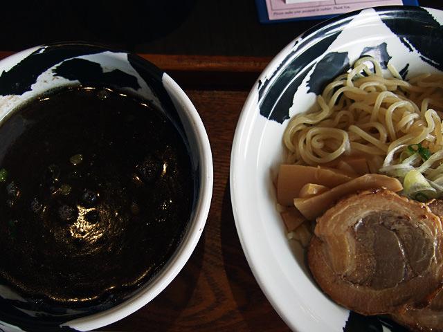 Black tsukemen raman