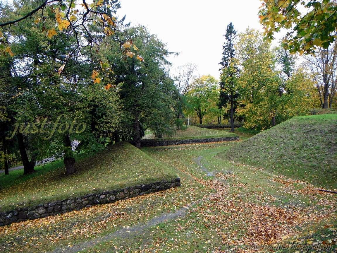 Укрепления у древних стен крепости Линнойтус Лаппеенранта фото