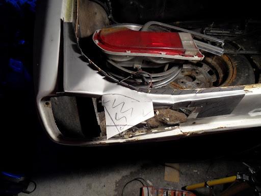 [MAZDA 121]Restauration Mazda 121 1977 - Page 4 Coffre5