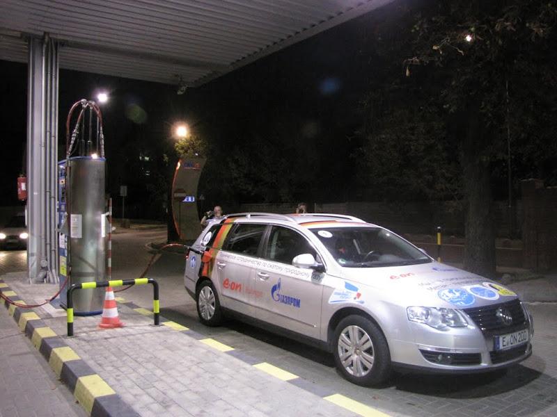 Tankowanie pojazdów Rajdu Blue Corridor 2012 na stacji CNG w Warszawie