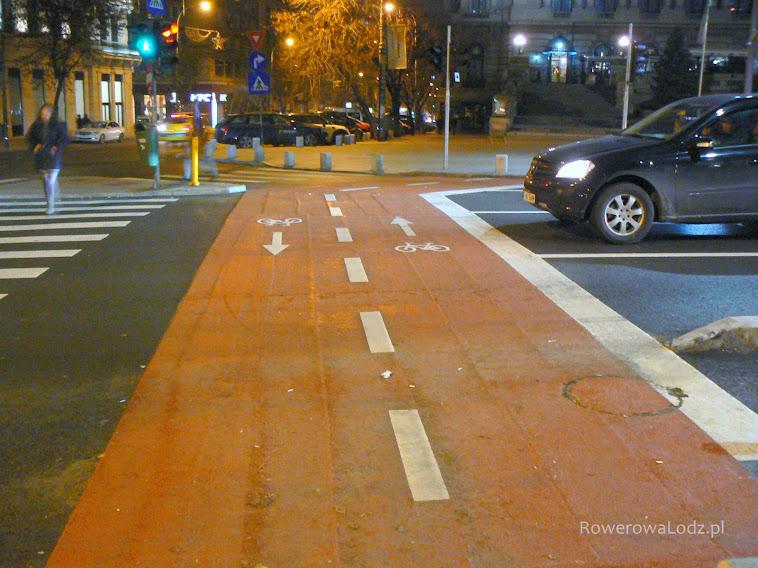 Przejazd dla rowerów w wyznaczonymi kierunkami jazdy dla rowerów.