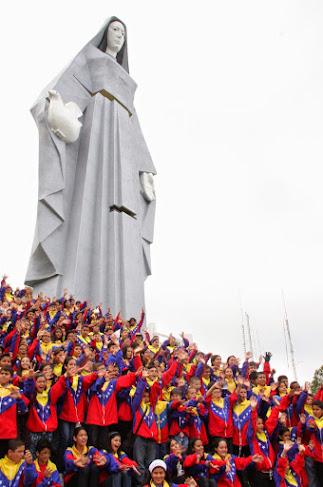 El Paseo de la Virgen de la Paz fue una de las localidades escogidas para que los niños compartieran su música en la gira de intercambio académico