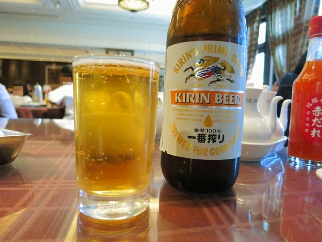 まずはビールをば。昼飲みはいいね〜!