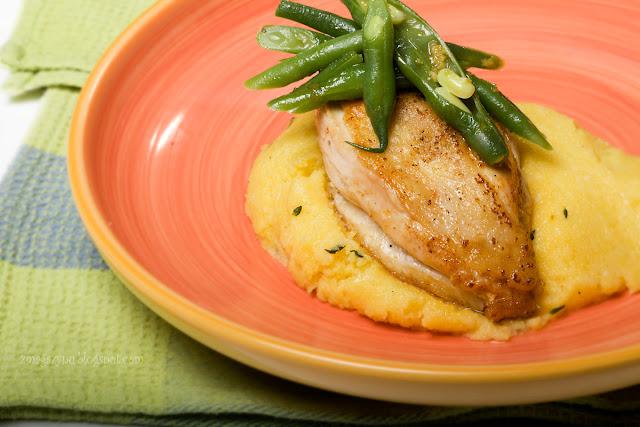 Polenta z serkiem mascarpone, piersią z kurczaka i fasolką