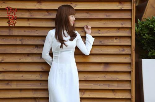 Ngắm nữ game thủ Việt duyên dáng áo dài tại Moscow 13