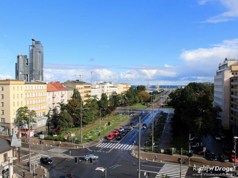 Widok na Skwer Kościuszki i Molo Południowe z Infoboxu w Gdyni