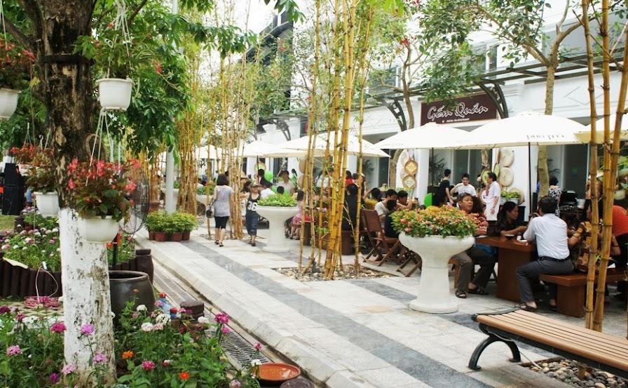 Nhà phố Ecopark đang kinh doanh sầm uất