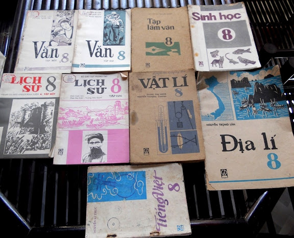 Sách giáo khoa tiểu học cũ - nơi lưu giữ từng trang ký ức DSCN3252
