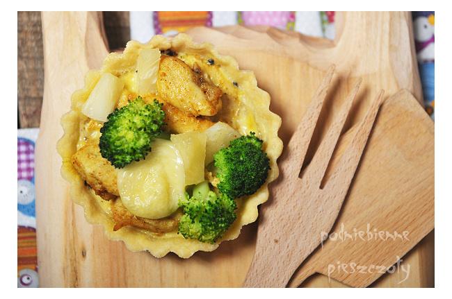 Tarta z kurczakiem, brokułami i ananasem