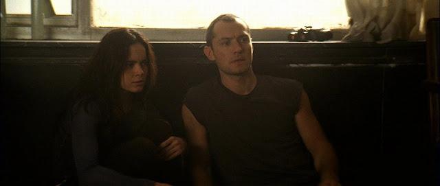 Repo Men - Jude Law e Alice Braga