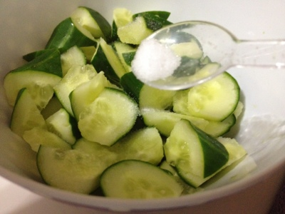 how to store a cut cucumber