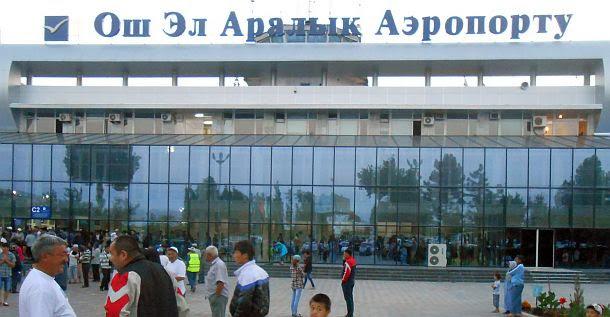 Im Morgengrauen am Flughafen Osch (Osh International Airport, kirgisisch: Ош эл аралык аэропорту, russisch: Международный аэропорт Ош, IATA: OSS)