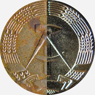 284 b & d Medaille für treue Dienste in den Grenztruppen der Deutsche Demokratische Republik in Gold für 15 Jahre www.ddrmedailles.nl