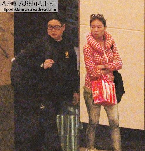 赴澳 𥄫實 <br><br>錢國偉隨即到澳門 Grand Hyatt酒店會合女友陳宛蔚(賓治)。兩人身在澳門依然警覺性甚高,行到離行離列亦冇乜偈傾。