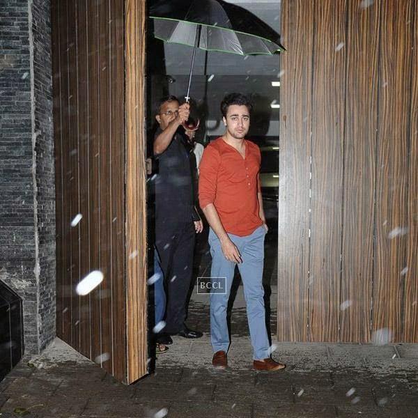 Imran Khan snapped at Bandra in Mumbai, on July 22, 2014.(Pic: Viral Bhayani)