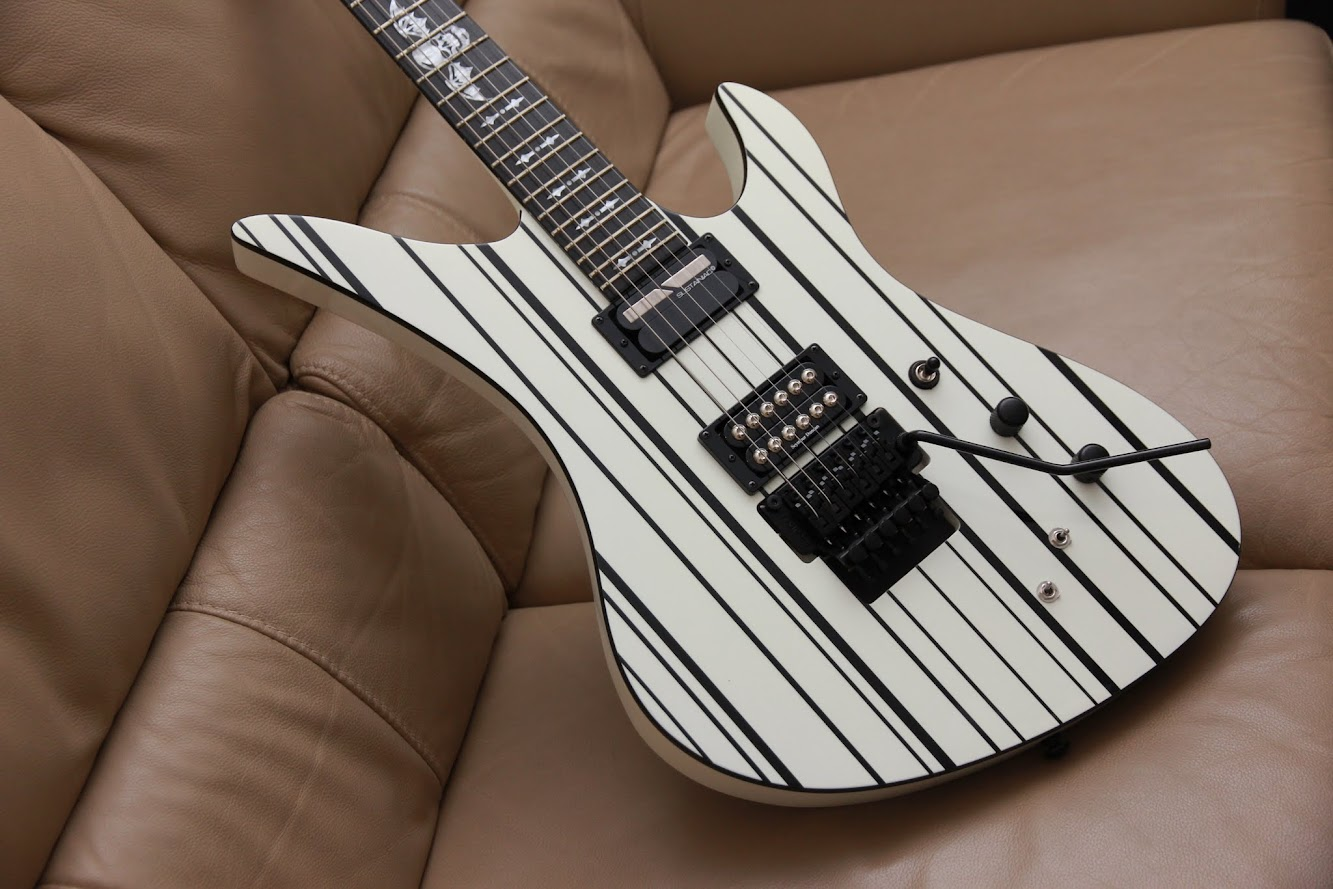 schecter synyster custom s white black. Black Bedroom Furniture Sets. Home Design Ideas