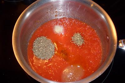 How to make Homemade Pizza Sauce. Easy pantry recipe.