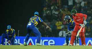 Mahela Jayawardene drops a catch to deprive Tillakaratne Dilshan from a hat-trick, Sri Lanka v Zimbabwe, Group A, World Cup, Pallekele, March 10, 2011