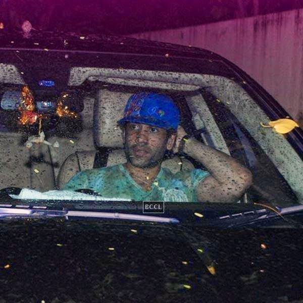 Tusshar Kapoor snapped outside suburban multiplex, in Mumbai, on July 25, 2014. (Pic: Viral Bhayani)