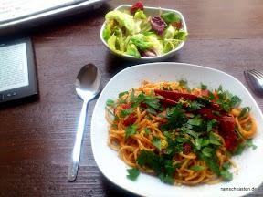 Mittagessen Leipzig - Café Tunichtgut - Spaghetti all'Arrabbiata mit grünem Salat