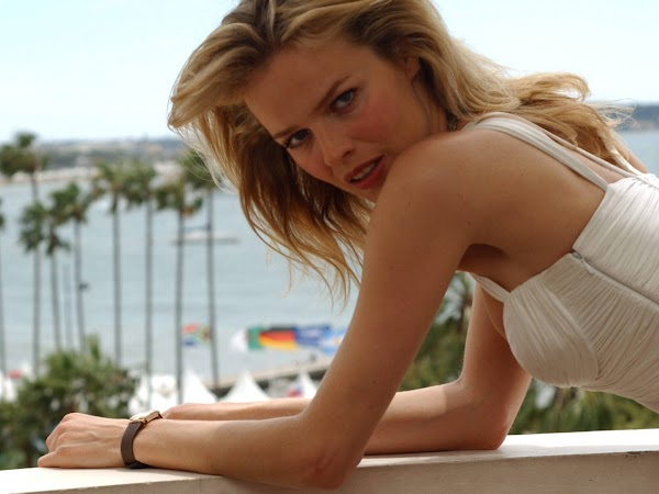 Eva Herzigova(2photos):wallpaper