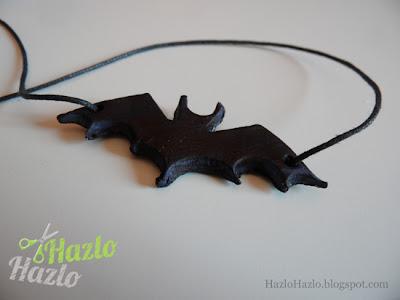 Hacer un colgante en forma de murciélago.