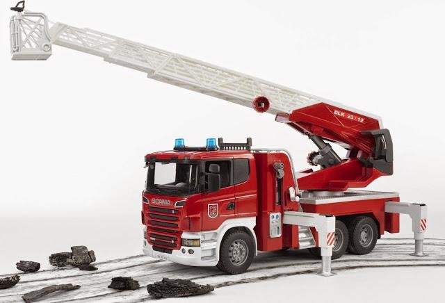 Xe cứu hỏa thang xoay mã BRU03590 có thể chơi trong nhà hoặc ngoài trời