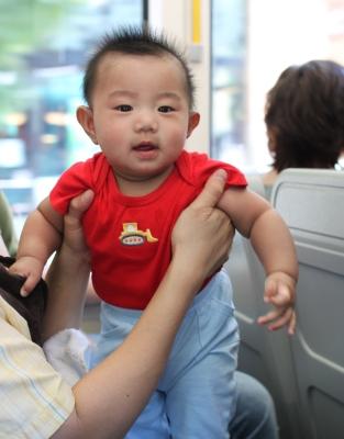baby on street car