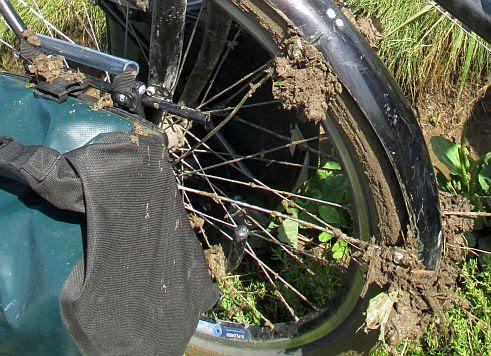 Trekking- und Reiserad T 400 vsf fahrrad manufaktur nach Schlammfahrt bei Dover, Kent, UK