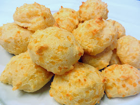Recipe: How to Make Pão de Queijo (Brazilian Cheese Bread)