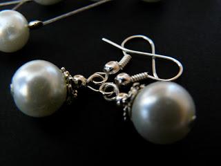 biżuteria z półfabrykatów - białe perły (kolczyki)